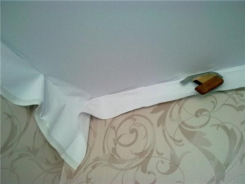 клипсовый крепеж тканевого потолка