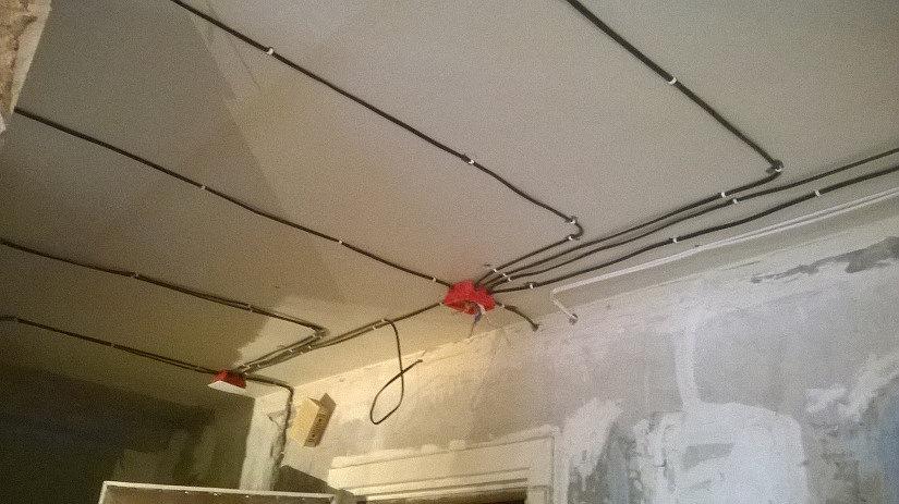 разводка светильников на натяжном потолке