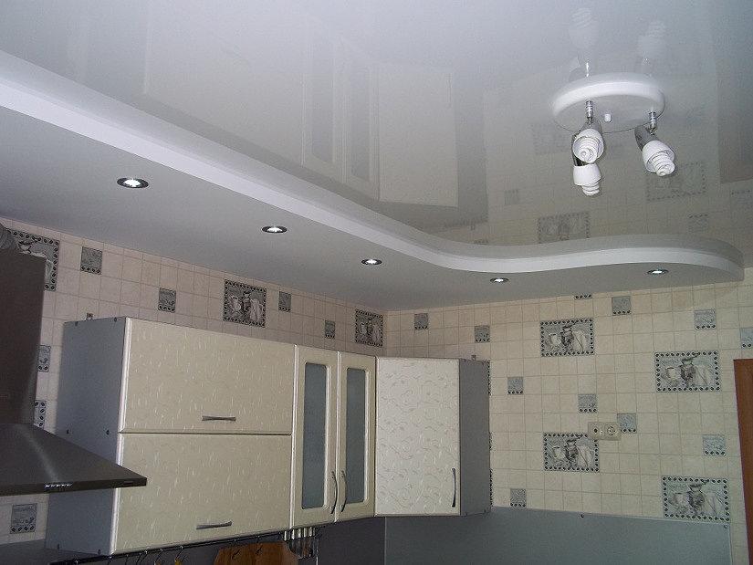 натяжной потолок с Российской пленки