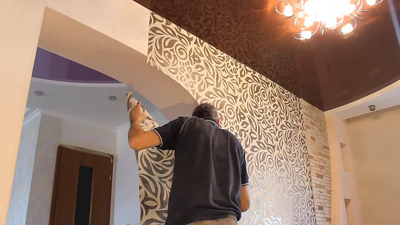 Натяжной потолок и поклейка обоев в подарок киров 100