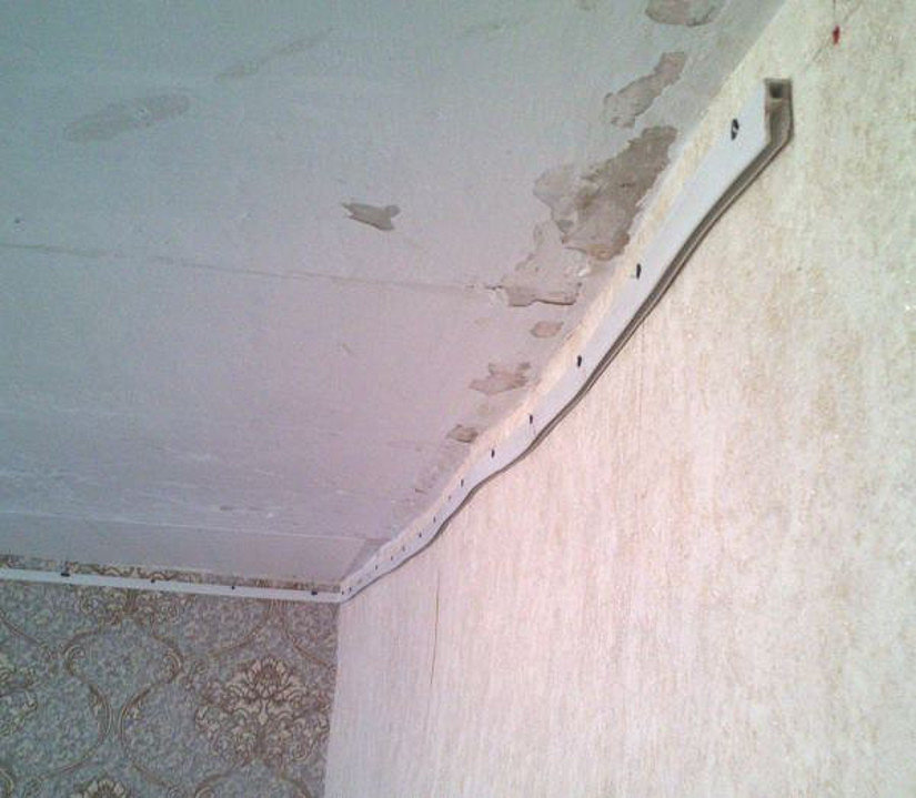 профиль на неровной стене