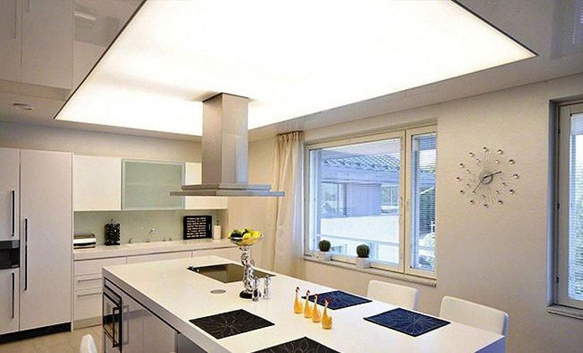 полупрозрачный потолок на кухне