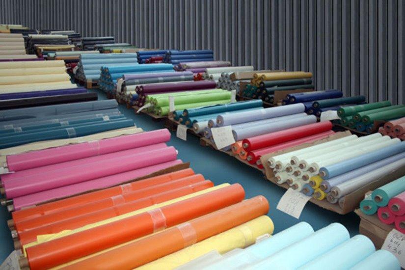 Натяжные потолки имеют широкий ассортимент цветов и фактур