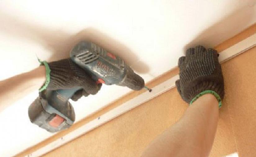 шуруповерт для монтажа натяжного потолка