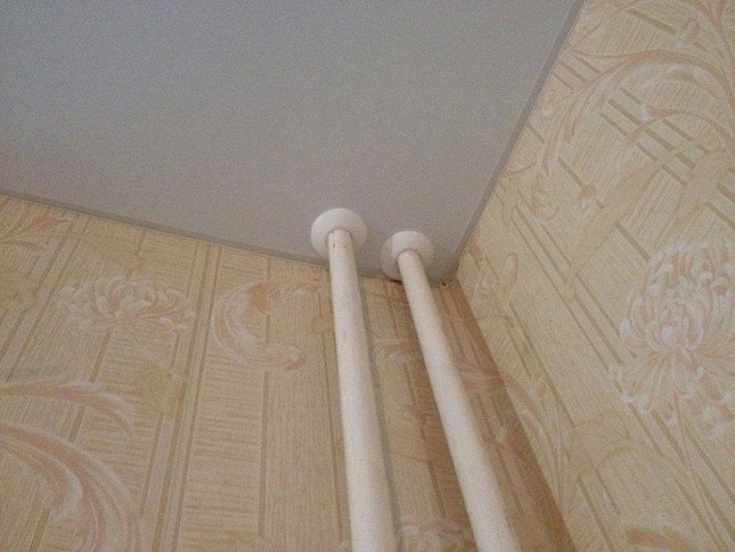 обвод для труб на натяжном потолке