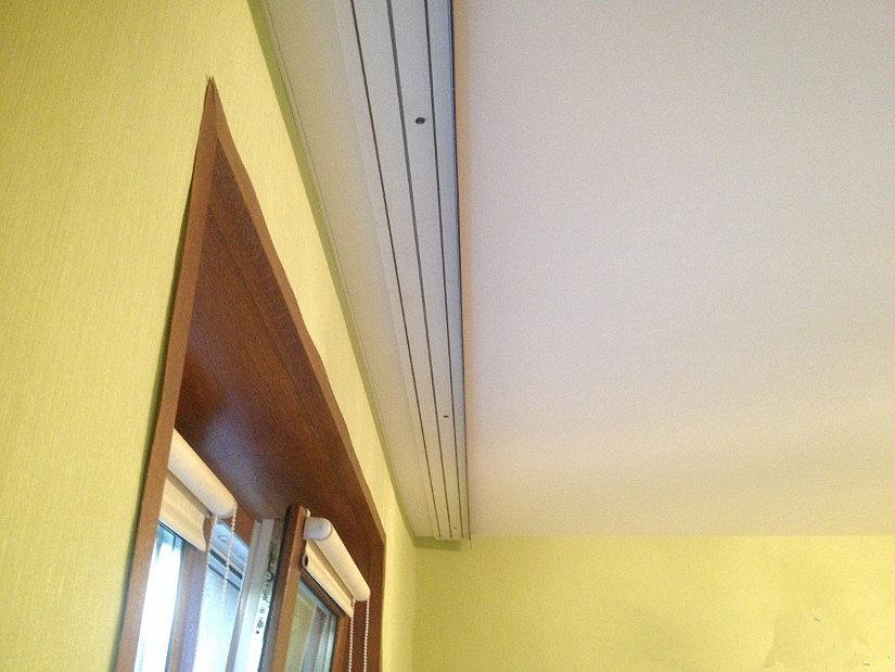 Натяжной потолок и карниз