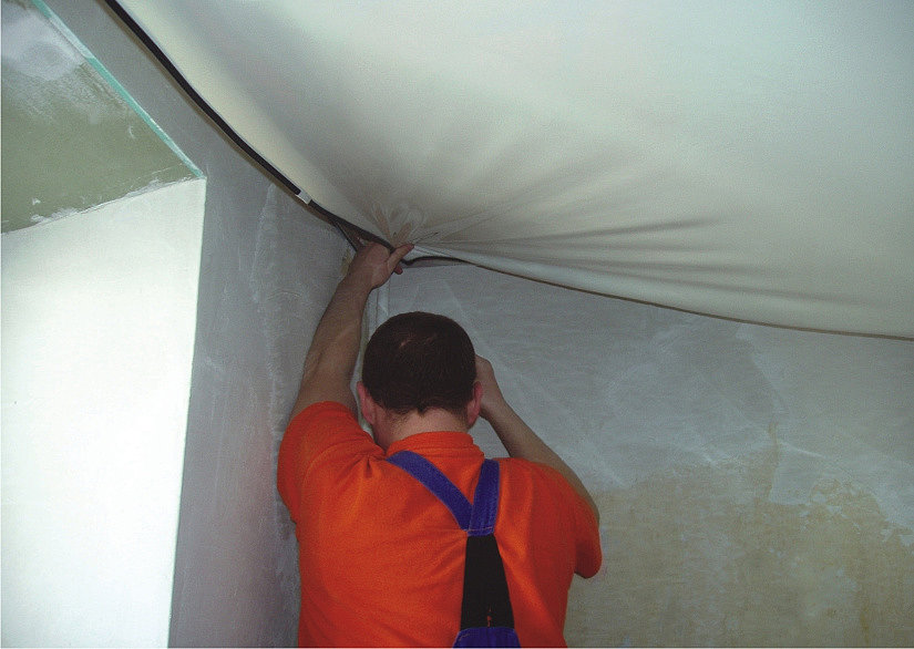 Монтаж потолка с гарпуном