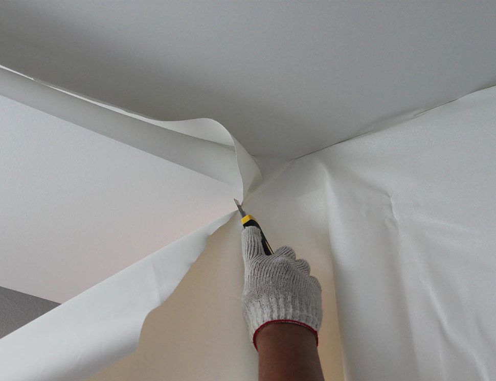 Процесс монтажа тканевого натяжного потолка