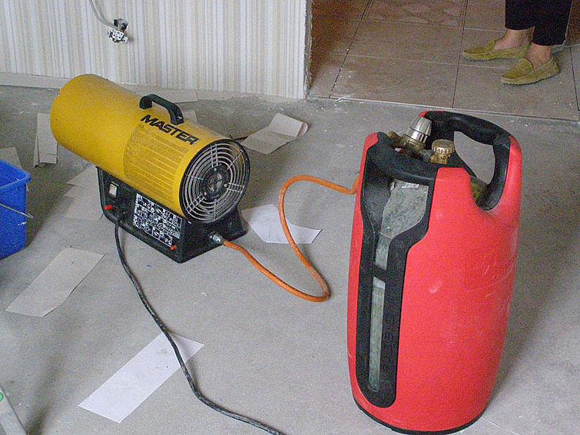 Газовая пушка и полимерный баллон для монтажа натяжных потолков