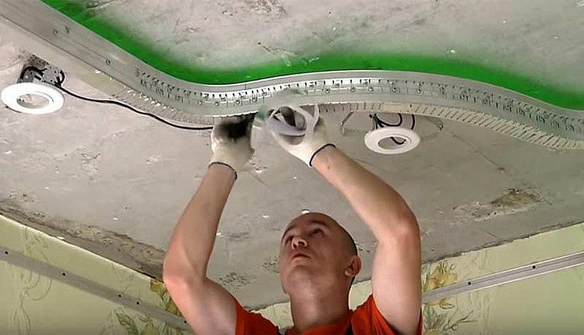 Запил криволинейного участка для натяжных потолков