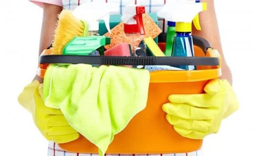 Инструменты и средства для ухода за натяжными потолками
