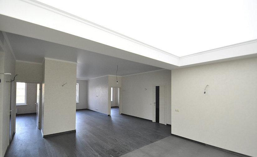 Полупрозрачная натяжной потолок в помещении
