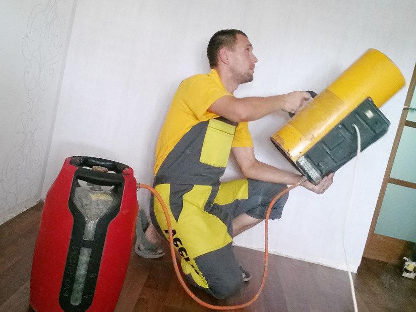 монтаж натяжного потолка с газовой пушкой
