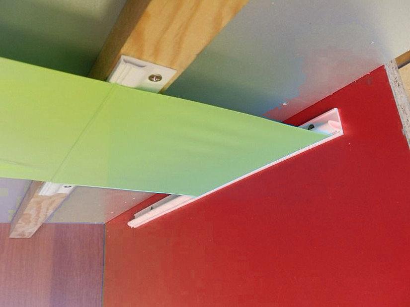Стеновой и потолочный багет-прищепка для натяжных потолков