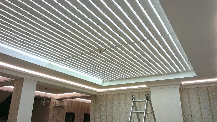 Установленные светодиодные ленты для запотолочной подсветки