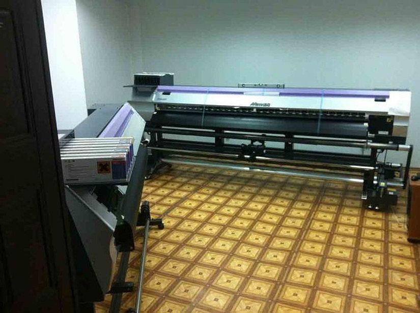 широкоформатный принтер для печати на потолках