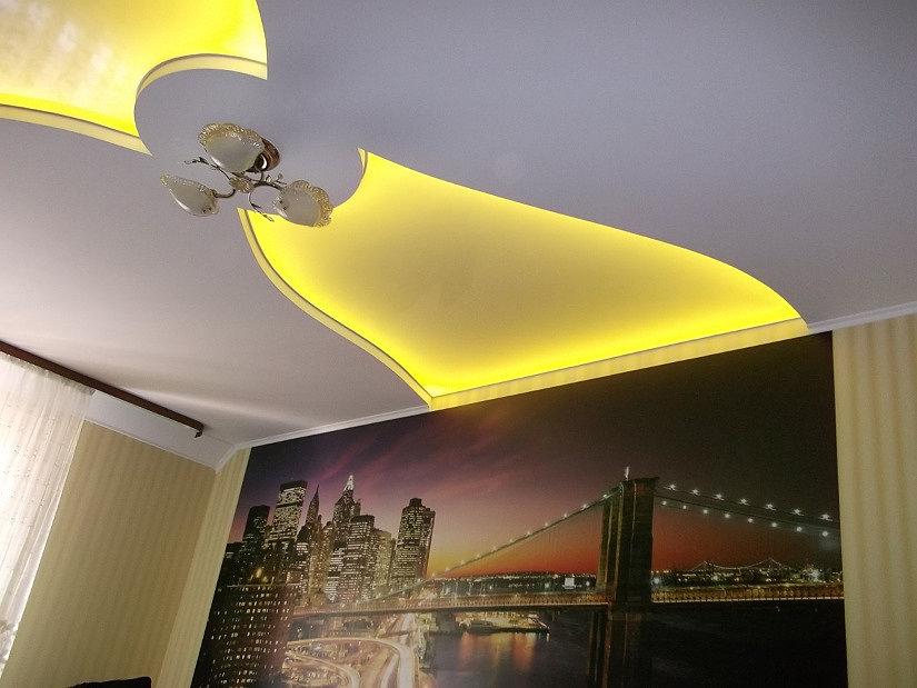 подсветка за натяжным потолком