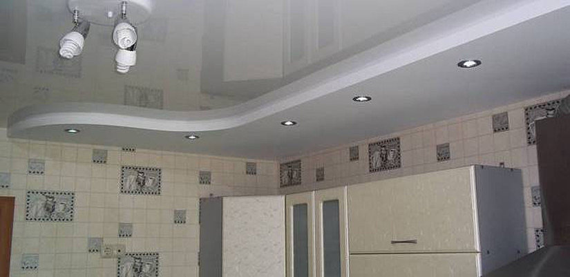 ПВХ потолок на кухне