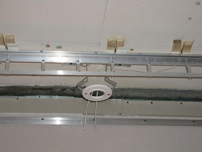 подготовка электропроводки на натяжном потолке