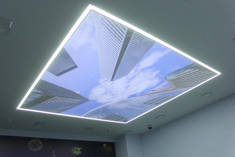 натяжной потолок со вскрытой подсветкой