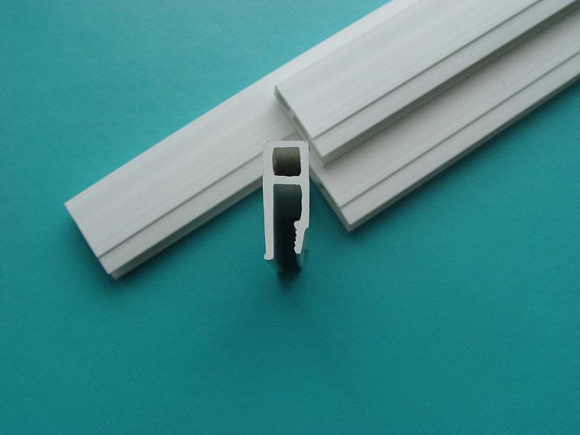 пластиковый багет для натяжных потолков