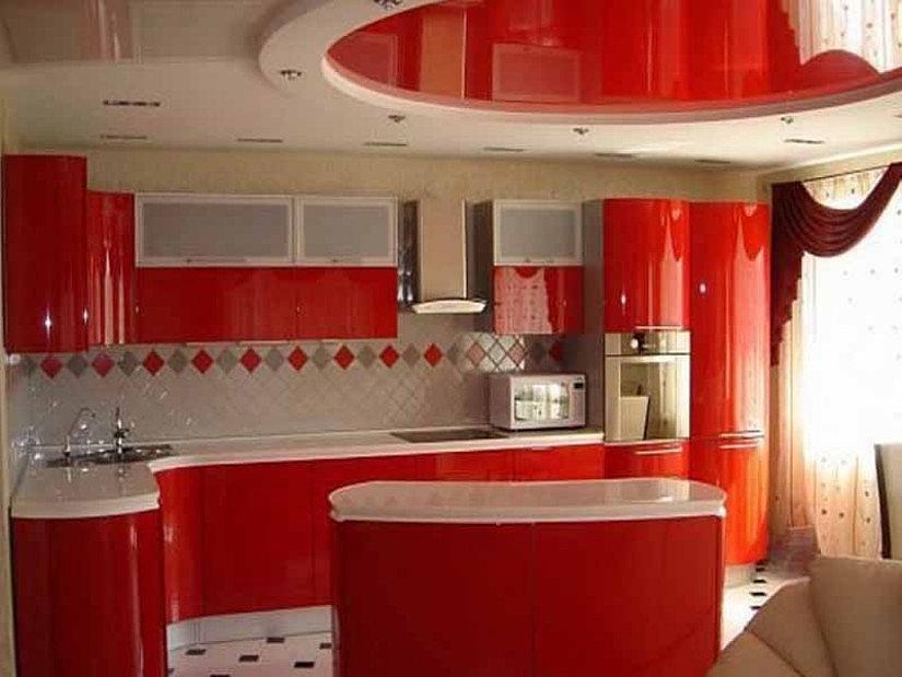 красный потолок на кухне