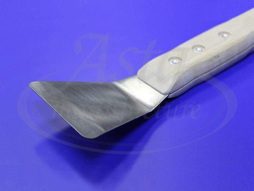 Шпатель с широкой прямой лопаткой, выгнутой под углом 45º
