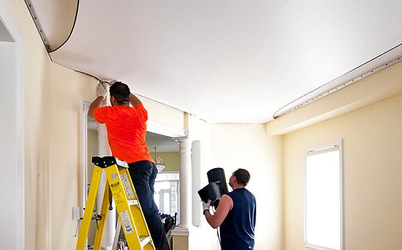 Процесс монтажа ПВХ потолка
