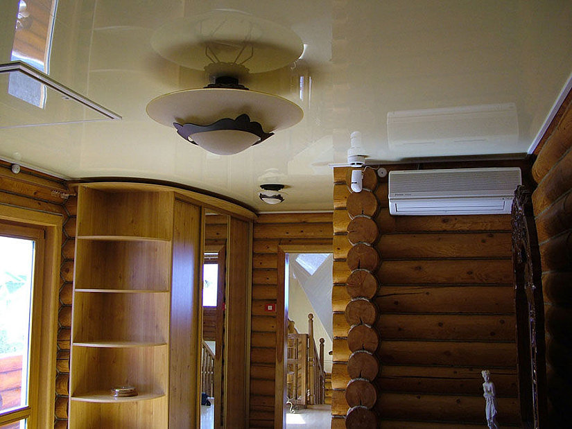 натяжной потолок выбрать для дома из бруса