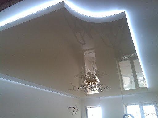 """""""Парящий"""" натяжной потолок в квартире"""