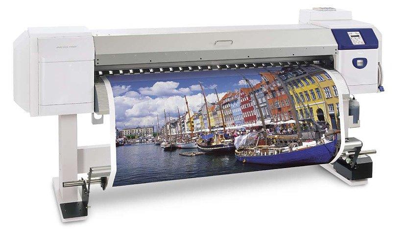Процесс нанесения рисунка с помощью широкоформатного принтера