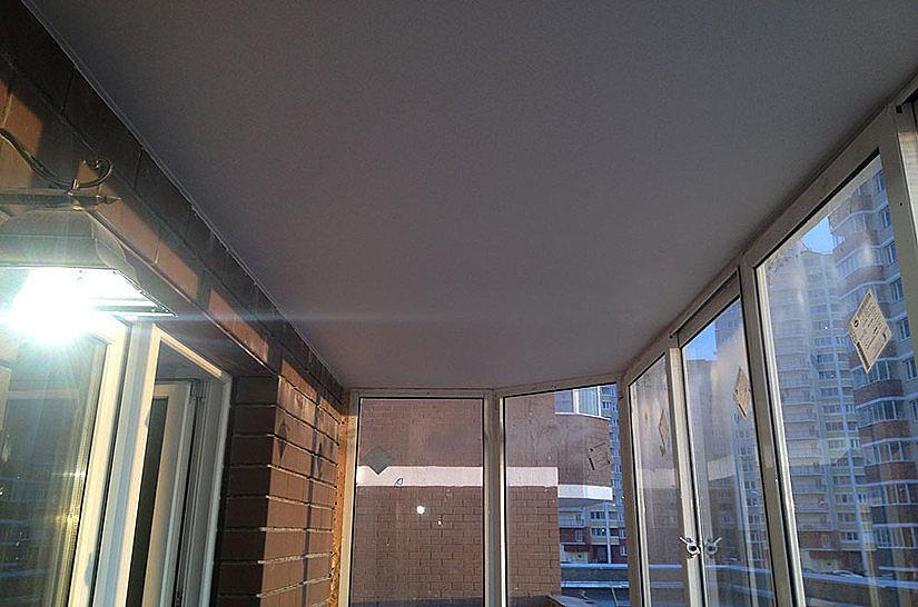 Потолок Cold Stretch на балконе