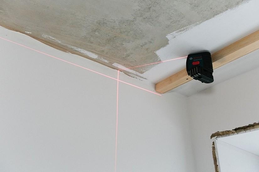 Лазерный уровень для создания ровного потолка