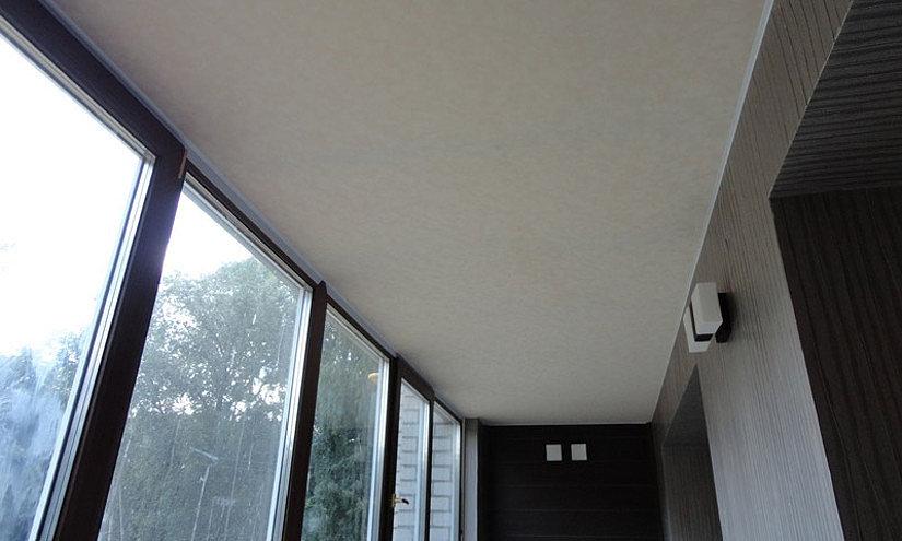 Натяжной потолок холодной натяжки на балконе