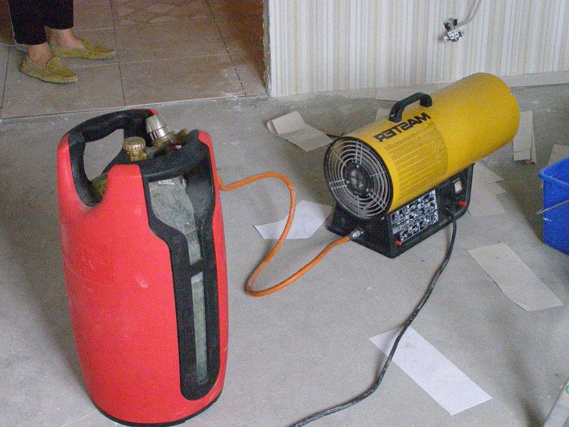 газовая пушка с баллоном для установки ПВХ потолков