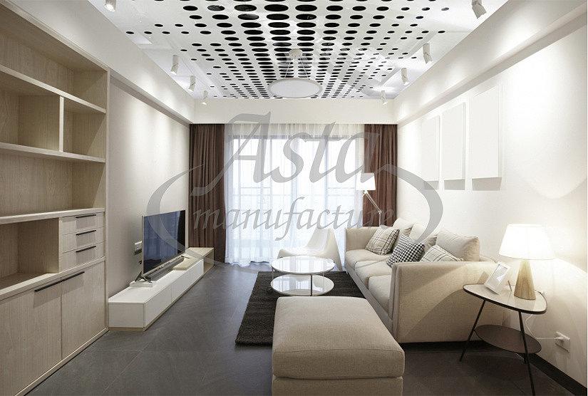 белый натяжной резной потолок