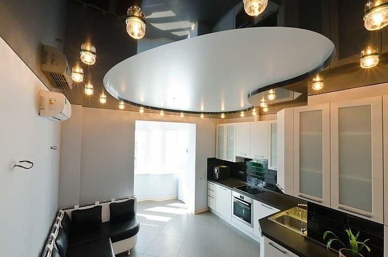 Многоярусный черный натяжной потолок в квартире