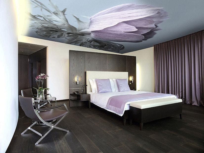фотопечать на потолке в спальной