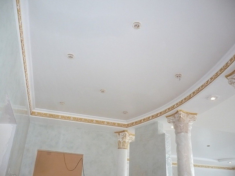 Классический матовый белый потолок