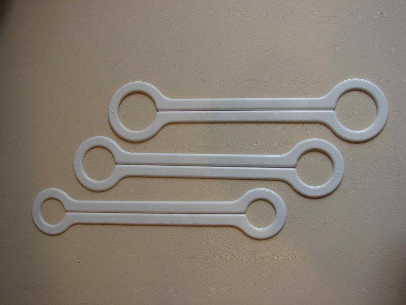 Пластины для обвода трубы натяжным потолком