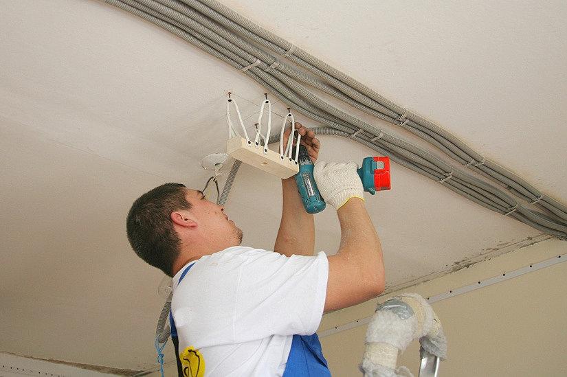 светильники уменьшают высоту потолка