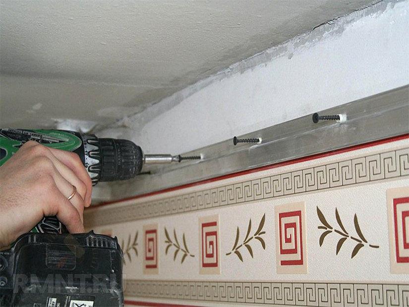 монтаж стеновых багетов