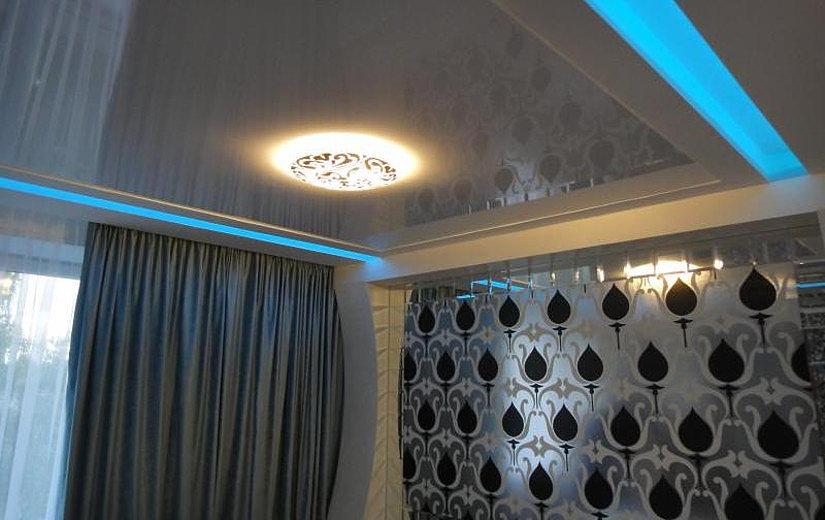 шторы и натяжной потолок