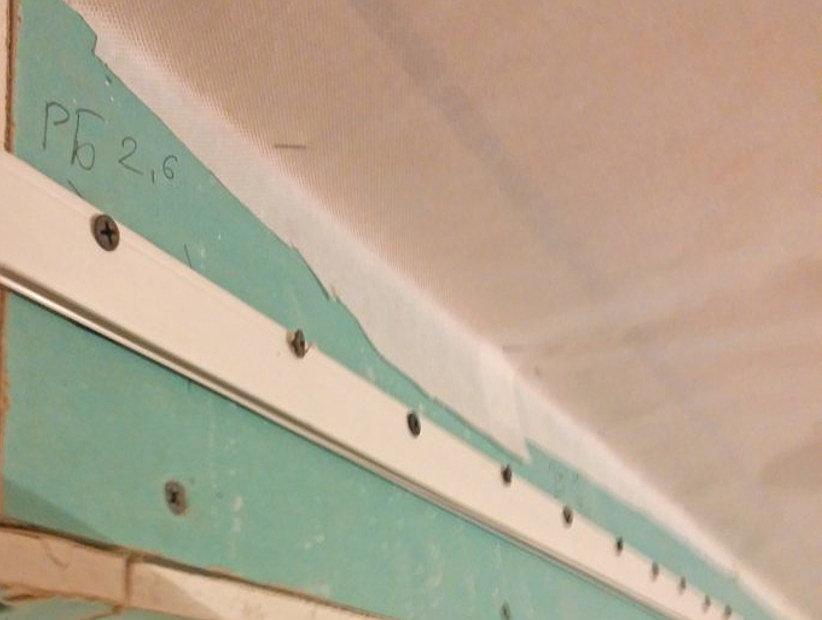 пластиковый багет для потолков