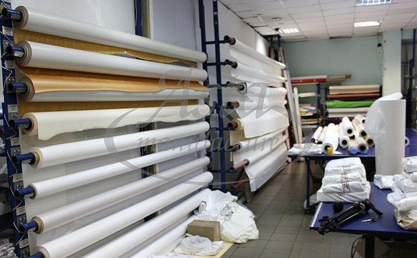 От ширины рулона зависит будет ли Ваш потолок со швом или нет
