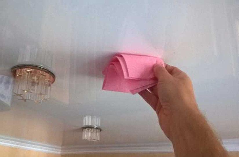 уход за натяжными потолками