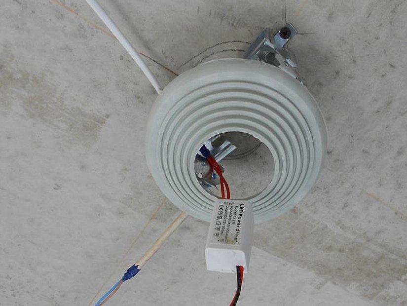 Платформа для монтажа точечного светильника на потолке