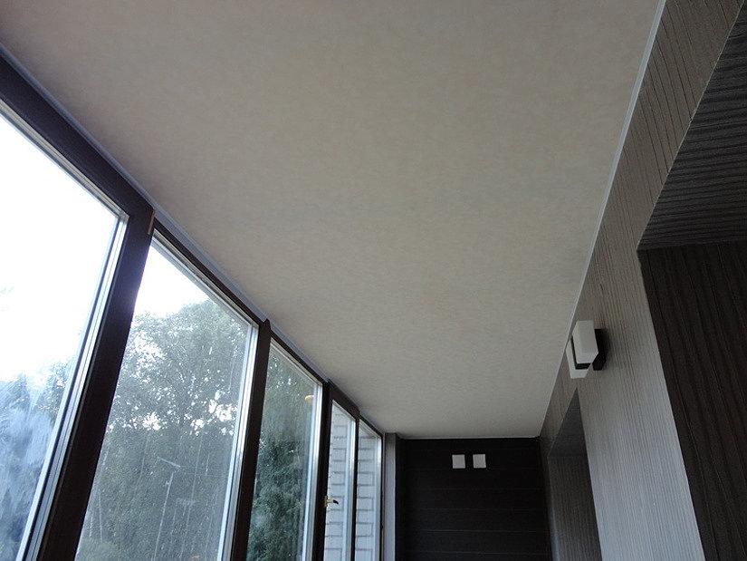 тканевый натяжной потолок на балконе
