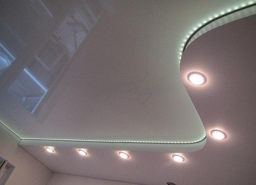 Люминесцентные лампы на натяжном потолке