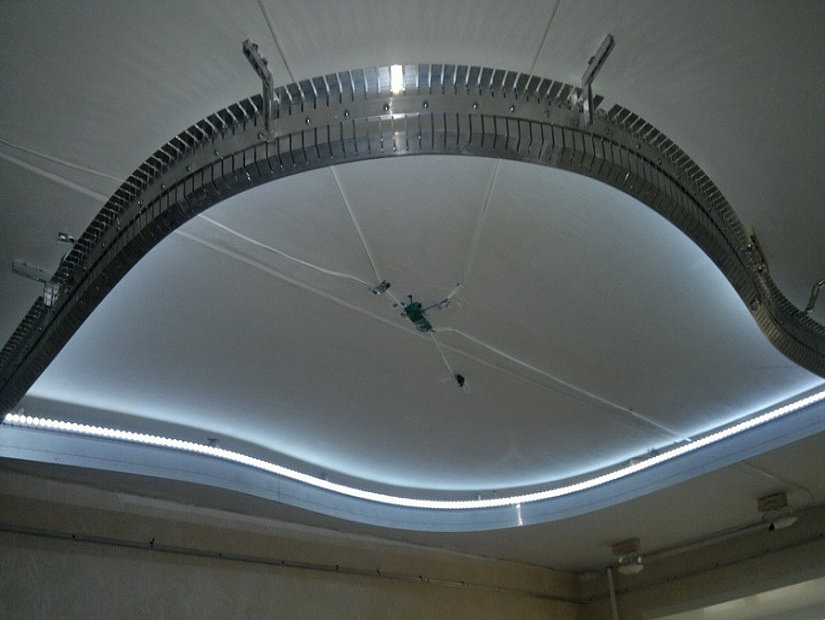 готовая конструкция на потолке